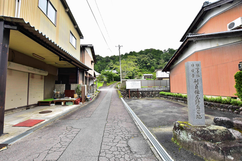 法泉寺入り口