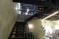 cafe NAMS中2階ギャラリーへ