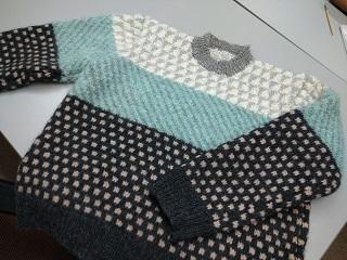 津本さん 編み込みセーター